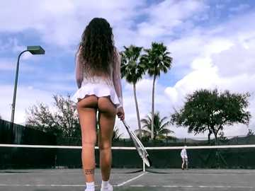 MILF Jessica Torres demonstrates her pretty ass on the court tennis